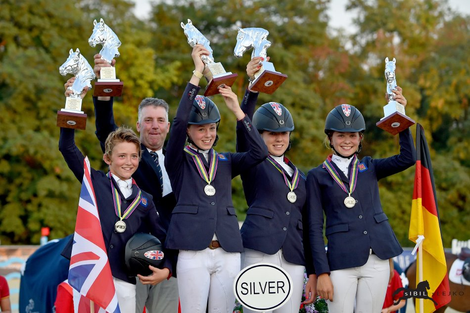 Horse Times Egypt: Equestrian Magazine :News :EM in the Lake Arena - Children team gold for Germany