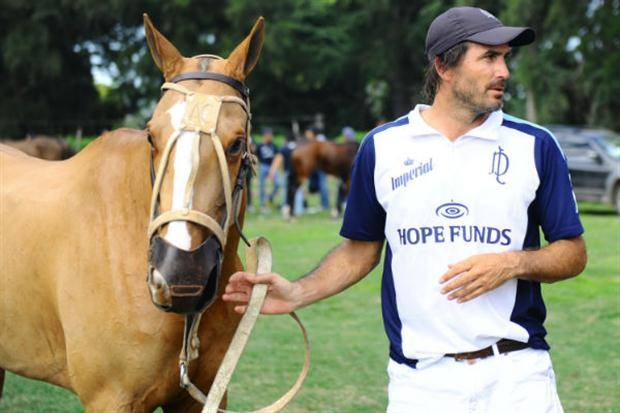 Horse Times Egypt: Equestrian Magazine :News :SHOW ME, A CLONED POLO PONY, TAKES ADOLFO CAMBIASO FOR A RIDE